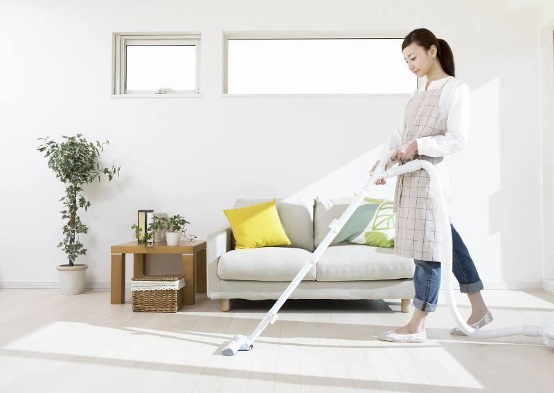Tự chuẩn bị dụng cụ, vật liệu, sắp xếp thời gian để vệ sinh trang trí nhà tết