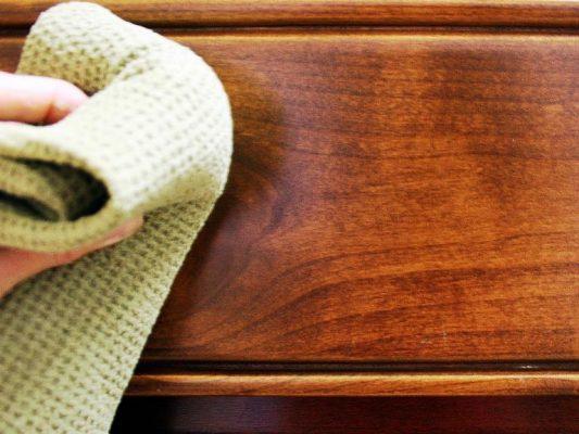 Làm sạch đồ gỗ - Dọn nhà đón tết